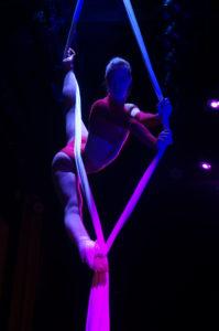 Tissu aérien spectacle cabaret scène