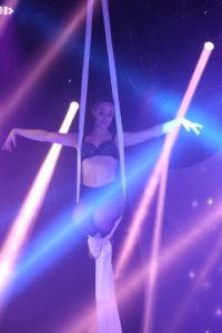 Tissu aérien événement danseuse