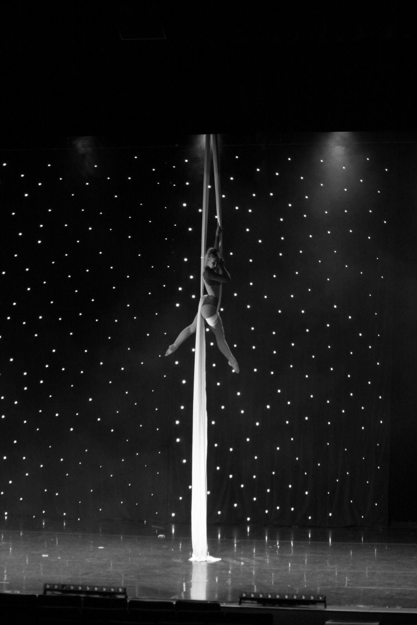 Tissu aérien,Théâtre de Longjumeau, événement cirque