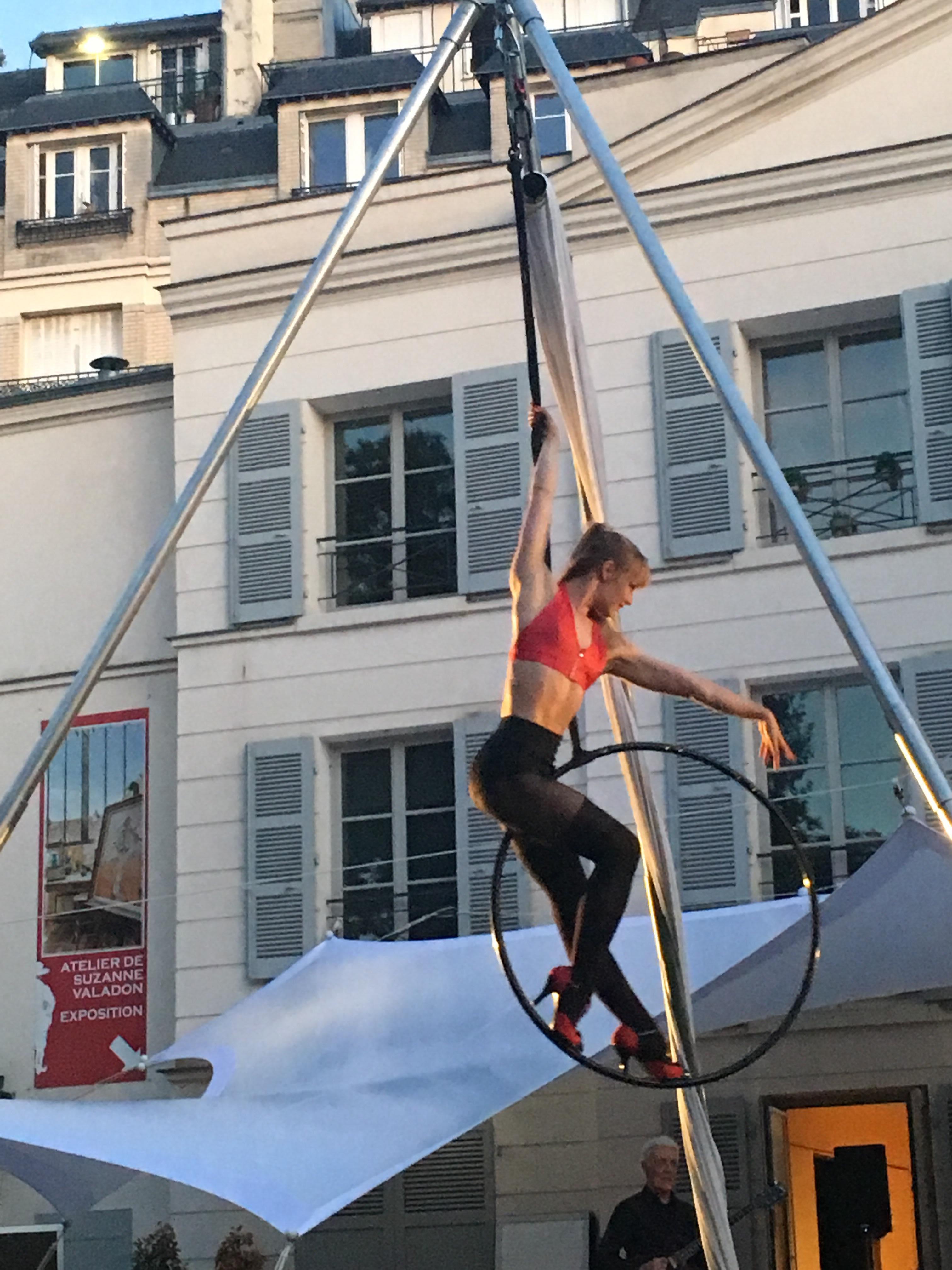 Danseuse aérienne, évènement Paris